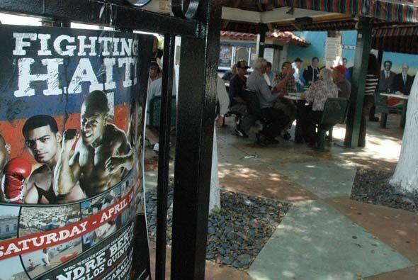 En el Parque del Dominó de Miami fueron presentados los boxeadores cuban...