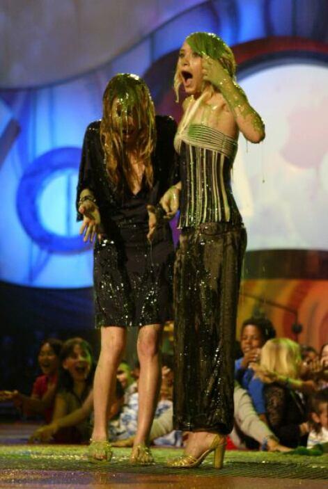 Y como muchas otras estrellas, así quedaron las Olsen en el 2004. Mira a...