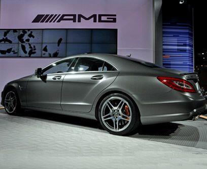 Evolución alemana Mercedes-Benz, que abrió en Los Angeles su primer dist...