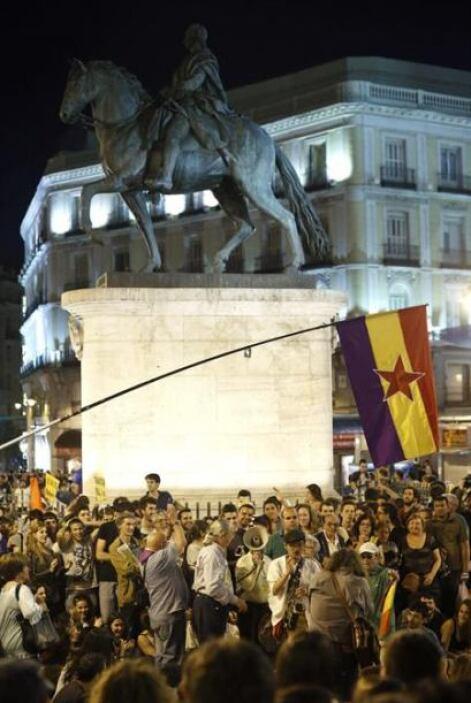 Las protestas continuaron hasta entrada la noche.