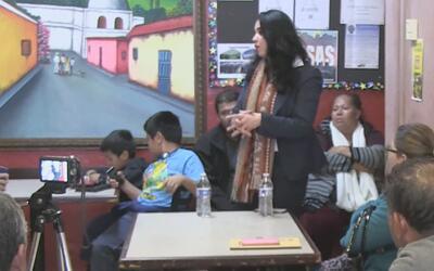Abogada proporcionó asesoría migratoria a salvadoreños en foro realizado...