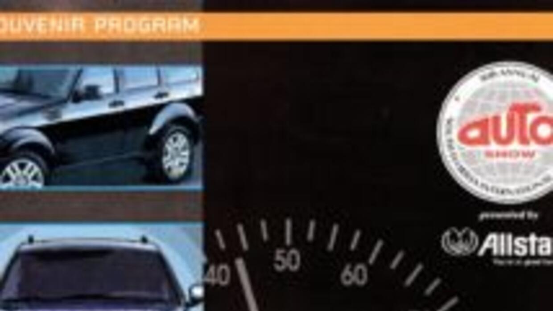 En esta pancarta del 2006 se puede notar la obsesión americana con autos...