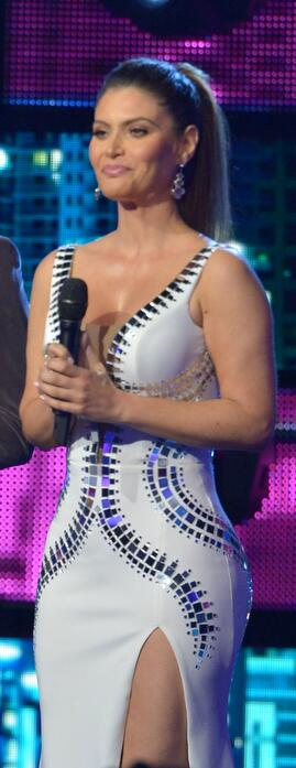 Chiqui Delgado demostró que ella también es una reina show1blanco.jpg