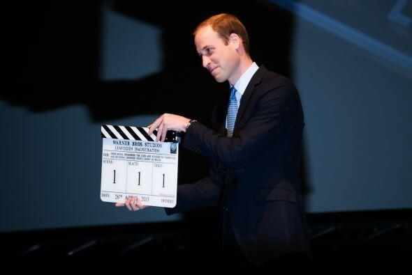 William fue el encargado de inaugurar los estudios con un muy original y...