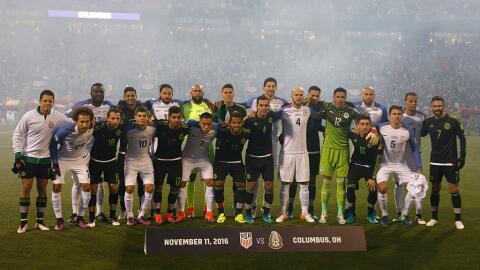 El Team USA y el Tri dieron una muestra de unidad en el juego que celebr...