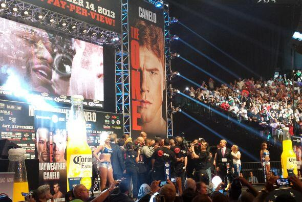 Más de 12,00 personas acudieron al pesaje de Mayweather VS. Canelo, algo...