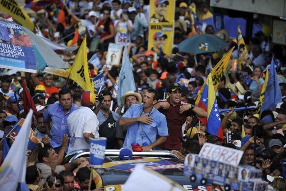 A continuación invitó a los venezolanos a que voten por el...