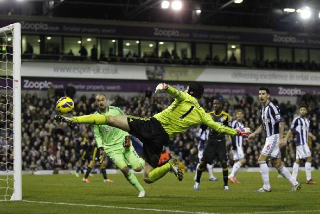 Con el 2-1 en contra hasta Pter Cech se fue al ataque pero no llegó el e...