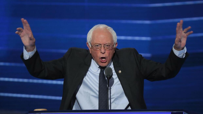 Bernie Sanders apacigua a sus seguidores y pide apoyo para Hillary