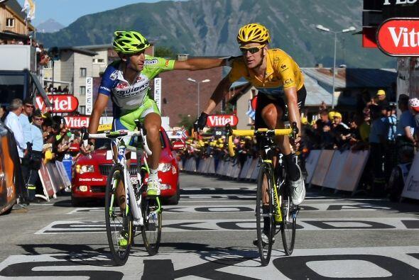 Entre los favoritos, el italiano Vicenzo Nibali (Liquigas) (izq) puso en...