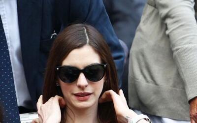 La actriz neoyorquina Anne Hathaway se dio una vuelta por el All England...