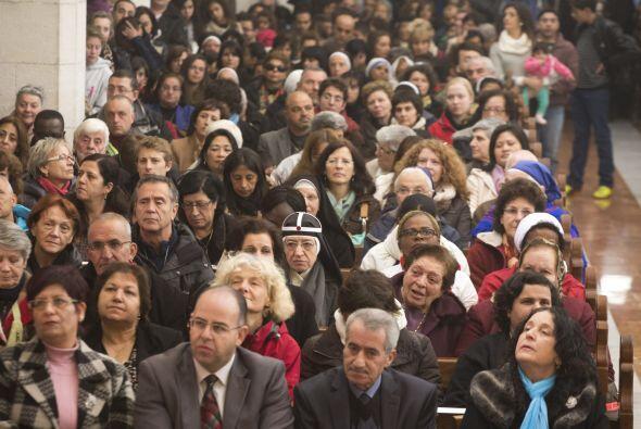 Cada año, miles de turistas y residentes católicos, inundan las históric...