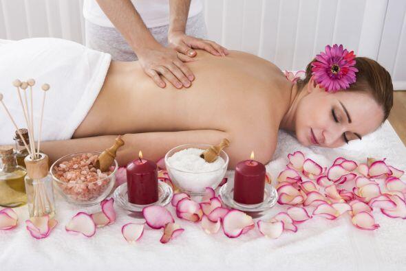 Piensa en su bienestar y obséquiale una sesión de spa donde la consienta...
