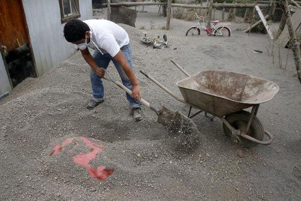 A los pies del volcán, Ensenada quedó cubierta por una gruesa capa de ce...