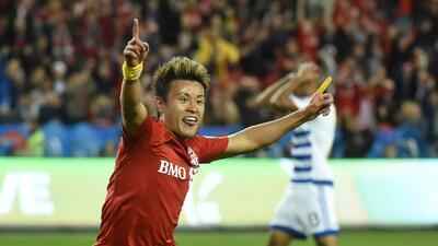Tsubasa Endoh celebra su primer gol en la MLS con Toronto FC