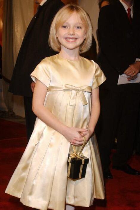 Y hablando de Dakota Fanning... así la conocimos en 2001.  Aquí los vide...