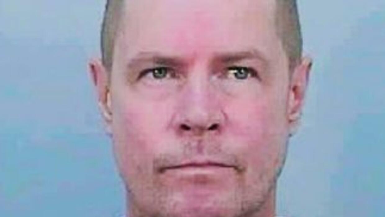 John Howard Marbel estaba en libertad condicional y está considerado com...