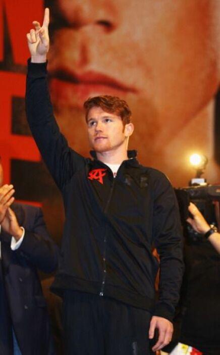'Canelo' Álvarez fue el primero en salir al escenario, el público lo rec...