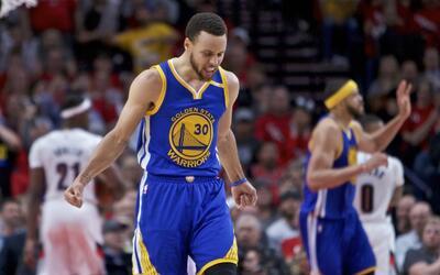 Stephen Curry brilló con 34 puntos en el Juego 3.