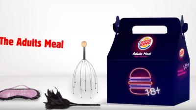 Fotograma de la campaña de la compañía de hamburguesas con jugetes para...