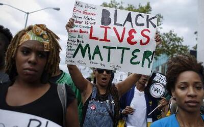 Miles marchan en Nueva York para protestar por la muerte de un afroameri...