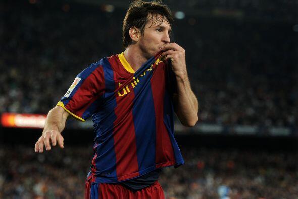 'La Pulga' puso el empate parcial y besó el escudo de su tan amago club.