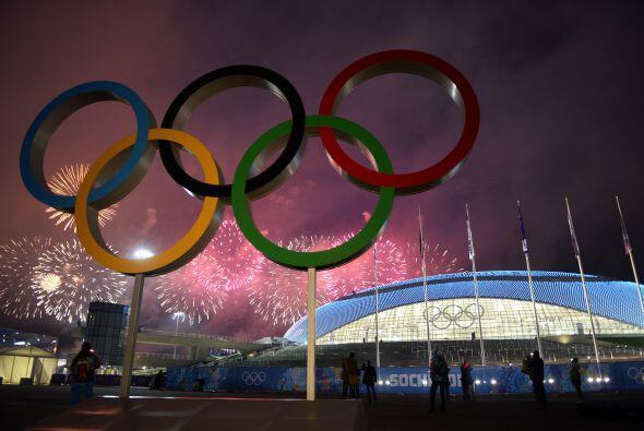 Ante 40,000 espectadores y millones de televidentes, los rusos dijeron a...