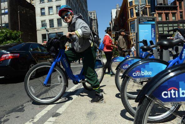 La bicicleta pretende convertirse en un nuevo símbolo de la ciuda...