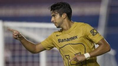 Eduardo Herrera festeja uno de sus dos anotaciones frente al Atlante en...