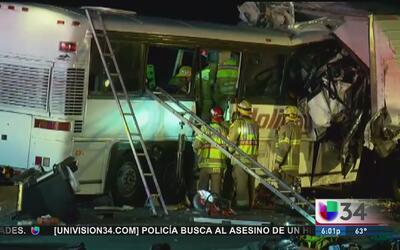 Múltiples heridos y fallecidos en choque de autobús turístico