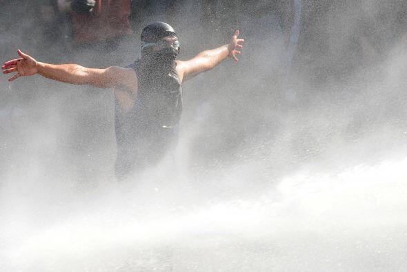 También protestaron contra el proyecto Hidroaysén, que pretende construi...