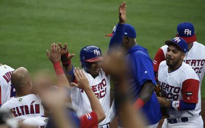Puertorriqueños reciben con honores a su equipo tras el Clásico Mundial...