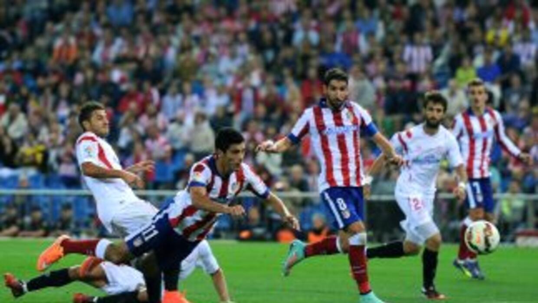 Raúl Jiménez remata de plancha para el cuarto gol del Atlético.