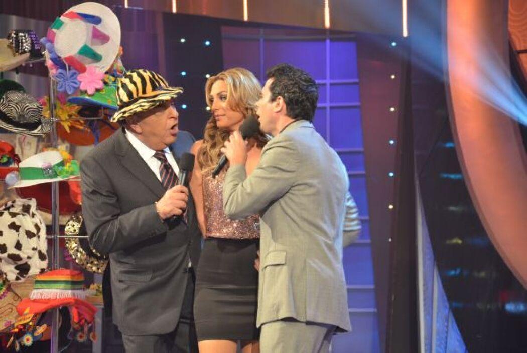 ¡Y uno de los concursantes fue muy inteligente y le cantó al oído a Rosi...