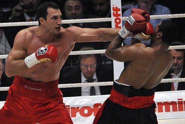 En el noveno, Klitschko, cuyo último combate se remontaba a hace nueve m...