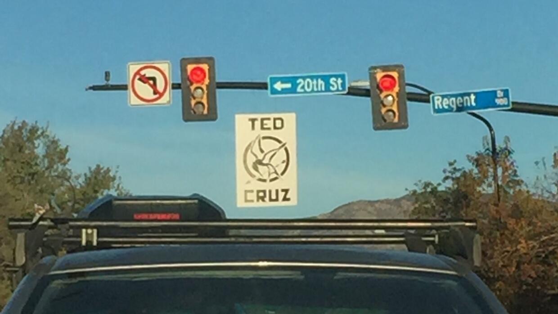 Un cartel sobre el candidato republicano en Boulder