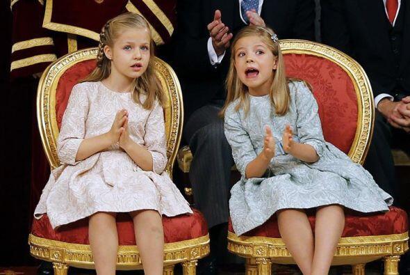 La infanta Sofía, inquieta y curiosa frente a la obediente Princesa Leonor.