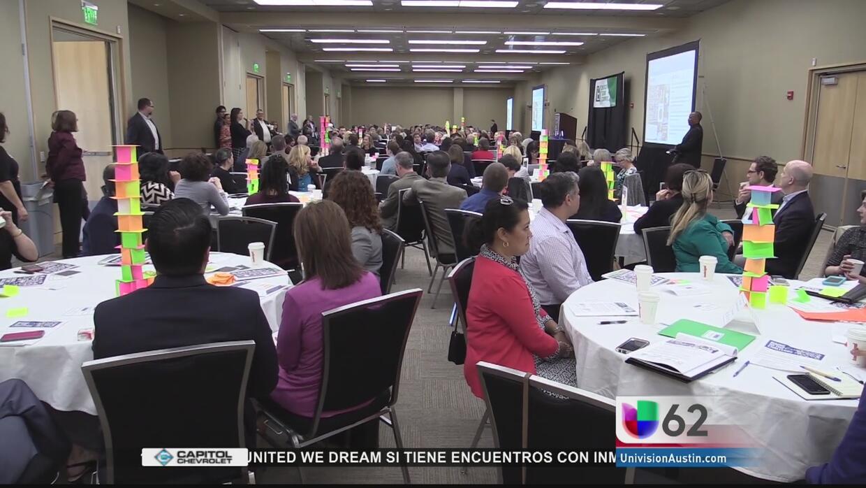 Educadores y líderes locales buscan soluciones para ayudar a niños texan...
