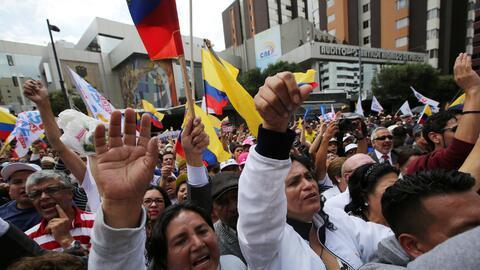 Manifestantes protestan en Ecuador por el retraso en los resultados elec...