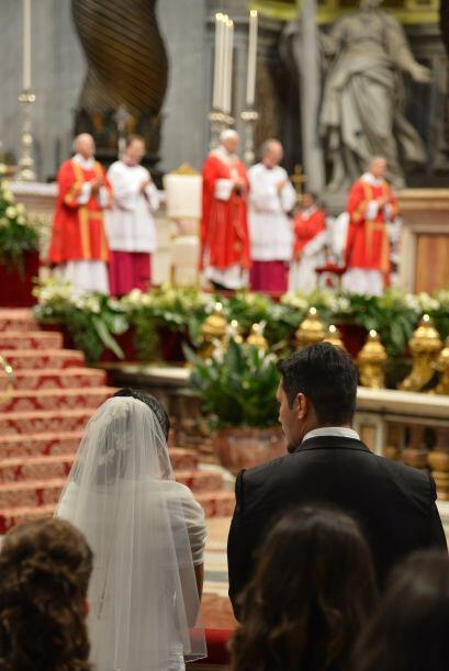 Conmovedora boda colectiva en el Vaticano f7b836c2d6114ae3bdc93704176e30...