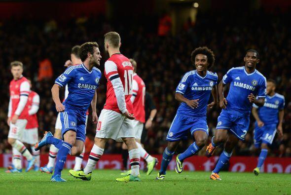 Juan Mata colocó el 2-0 para el triunfo final del Chelsea.
