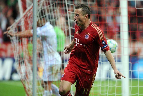 Y el delantero Olic hacía gol después de mucho tiempo sin marcar.