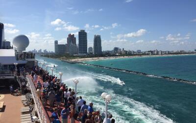 Torres de Miami desde el primer crucero a Cuba desde Estados Unidos en 5...