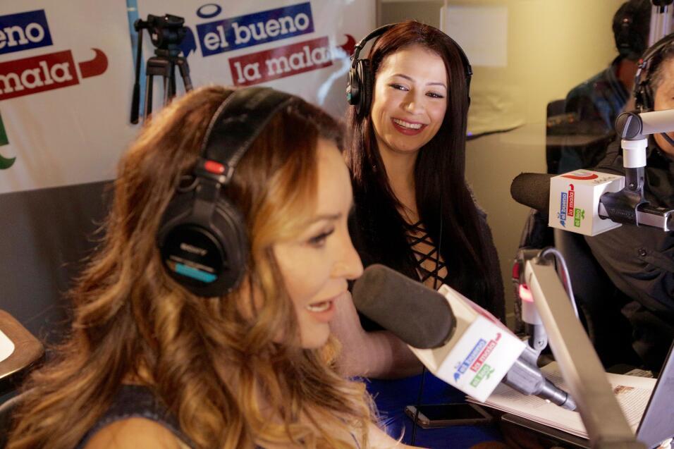 Carla y La Bronca al aire muy felices de compartir este momento.