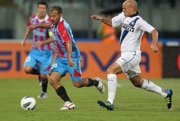 Ya en el segundo tiempo, Inter se retrasó y apostó al cont...