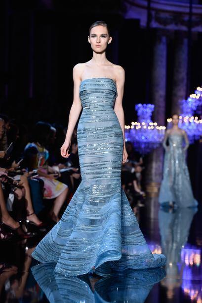 Un vestido cola de sirena es perfecto para usar en este color, úsalo por...