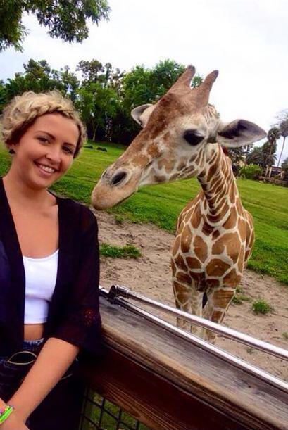Unos novios visitaron un safari y se hacían una selfie, ¡pe...