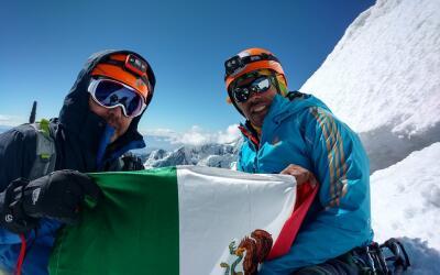 Dos de los alpinistas mexicanos en Huascarán.