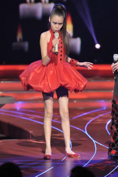 ¡Qué guapa se veía Irlanda con este mini vestido roj...
