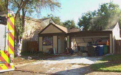 Una familia se salvó de morir mientras las llamas consumían su casa